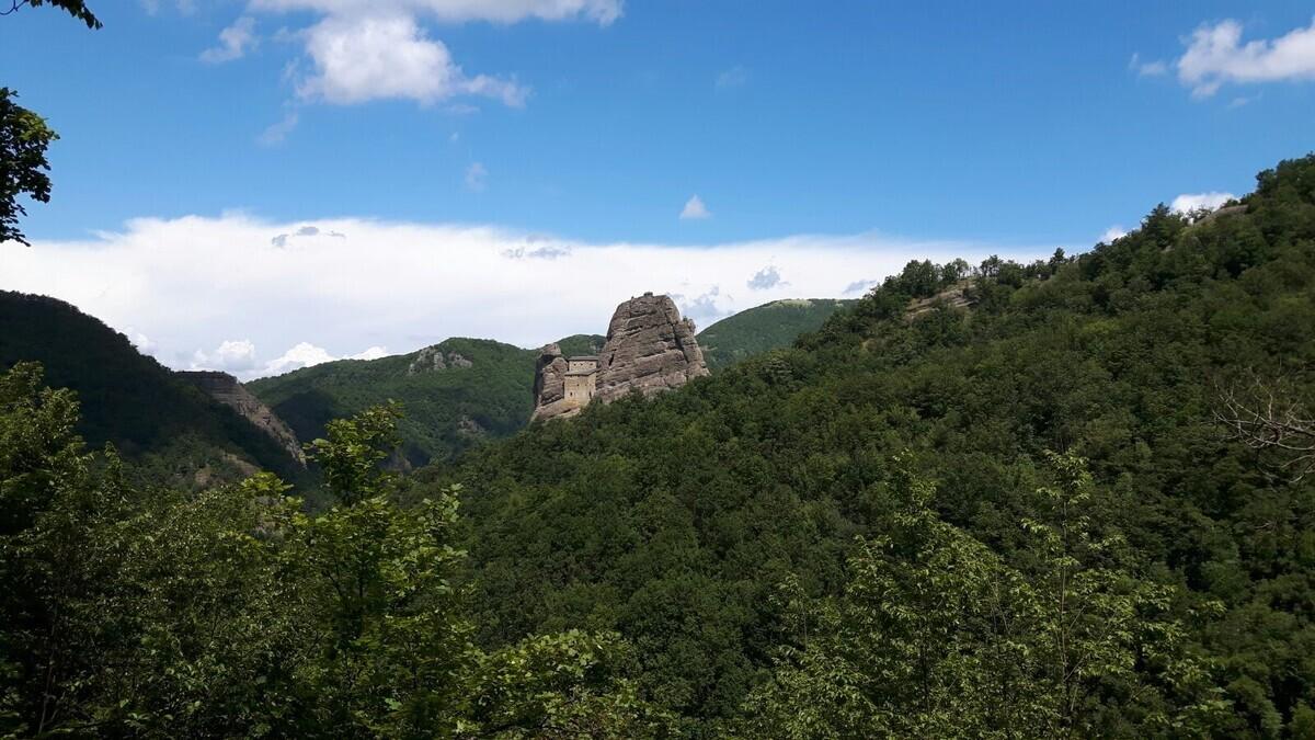 Il Castello della Pietra e il Sentiero dei Castellani
