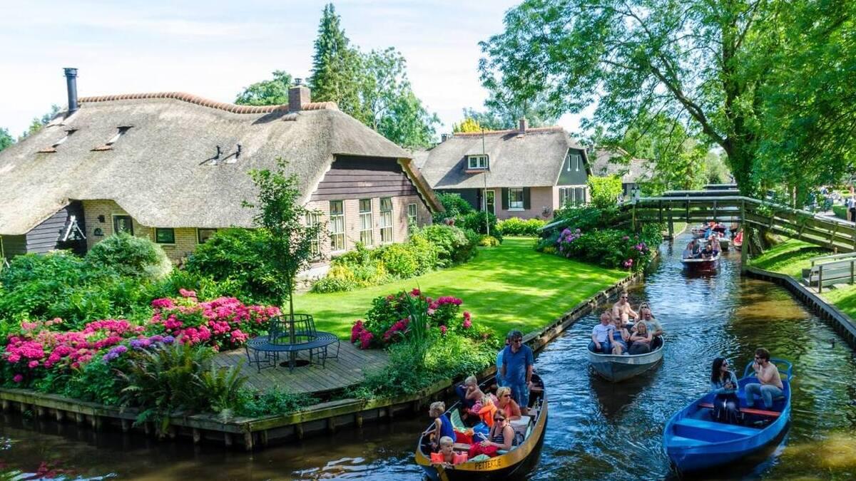 Giethoorn, un giro incantato tra i canali
